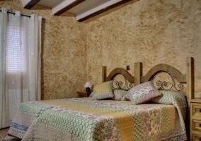 Dormitorio doble en tonos tierra
