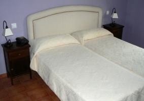 Dormitorio doble con cabecero en blanco
