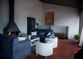 Sala de relax con chimenea
