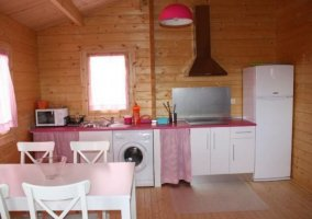 Cocina en rosa y blanco