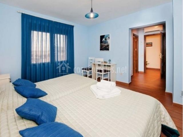 1 Dormitorio doble en azul