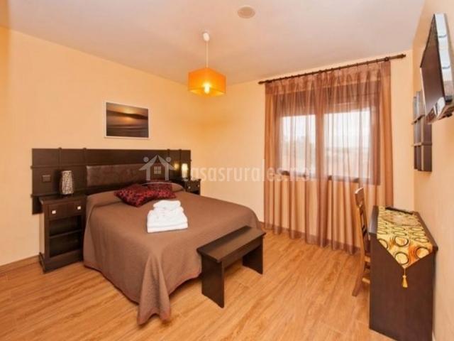 1 Dormitorio maquillaje con televisor