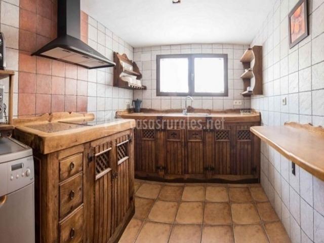 2 Cocina en blanco y madera