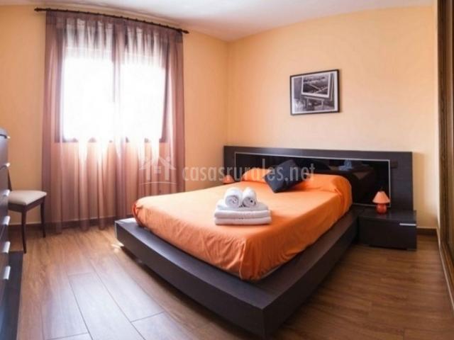 2 Dormitorio en naranja