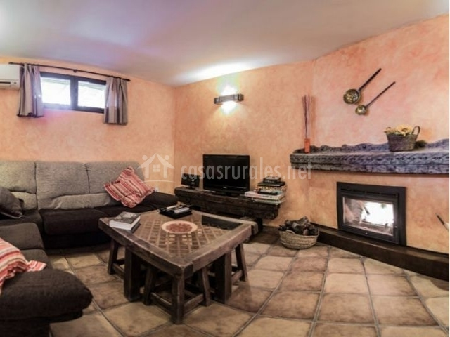 2 Sala de estar con ventana y aire