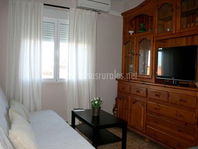 3 Sala de estar con mueble en el frente