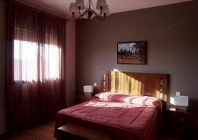 Dormitorio en burdeos