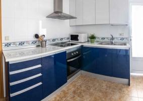 Cocina en color azul y blanco