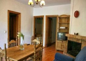 Casas sala de estar con aire y cocina al fondo