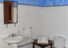 Aseo de la casa en azul y blanco