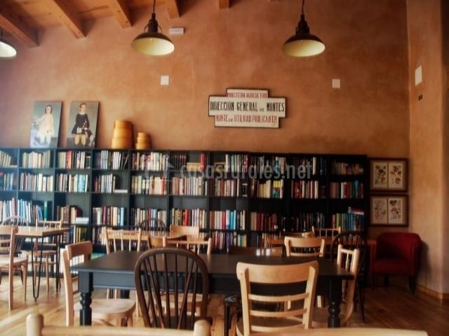 Comedor y zona de lectura