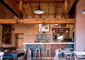 Comedor con restaurante y barra