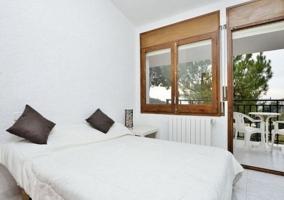 Dormitorio de matrimonio y su terraza
