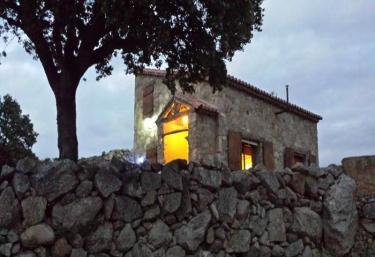 Refugio del Cancho Enamorado - El Tejado De Bejar, Salamanca