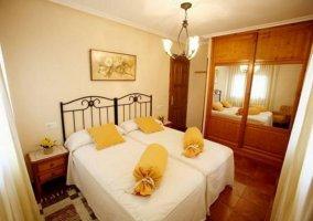 Dormitorio doble en tonos amarillos