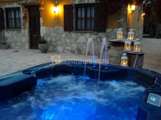 Villa rom ntica en l 39 ametlla de mar tarragona for Jacuzzi exterior puerto rico
