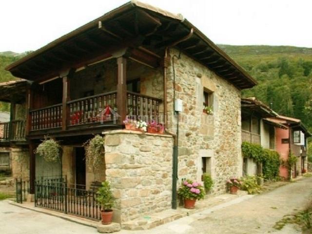 Casa milia en infiesto asturias - Casas de madera y piedra ...