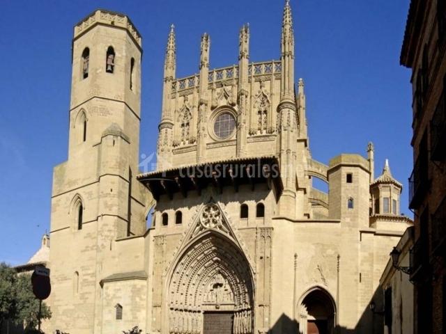 Zona centro de Huesca con su catedral