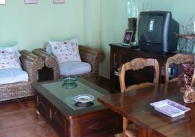 Sala de estar y comedor amplios