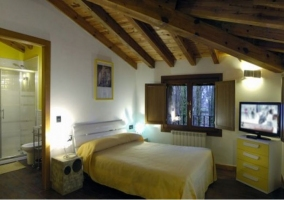 Dormitorio de los 60 con aseo incorporado