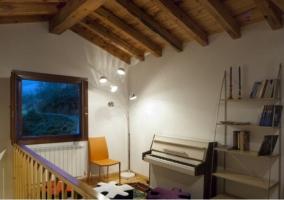 Sala de estar y piano