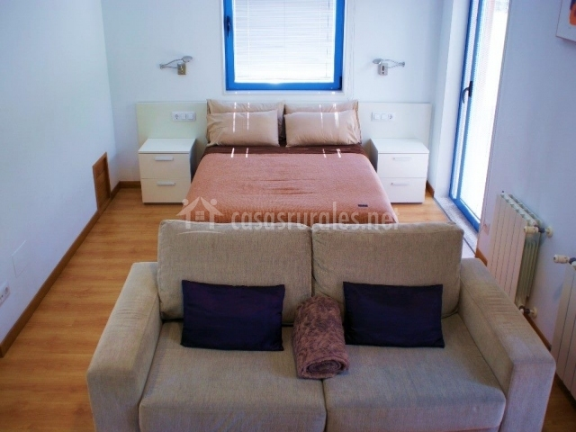 Habitación y sofá cama