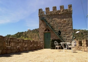 Acceso al castillo con jardines