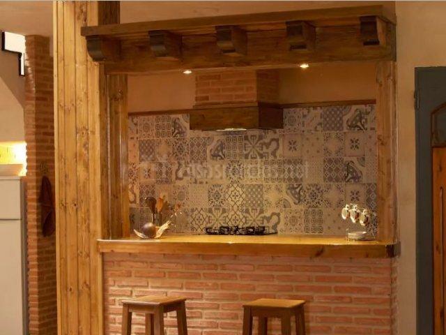 Casa de piedra de tormellas en tormellas vila - Taburetes de cocina de madera ...