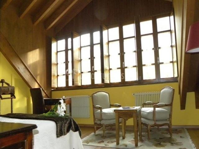San Genadio dormitorio con mobiliario