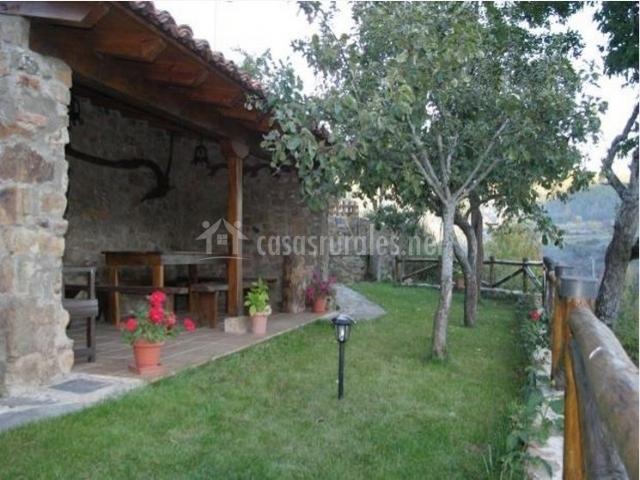 Casas rusticas con jardin encuentra este pin y muchos ms for Casa rural con jardin