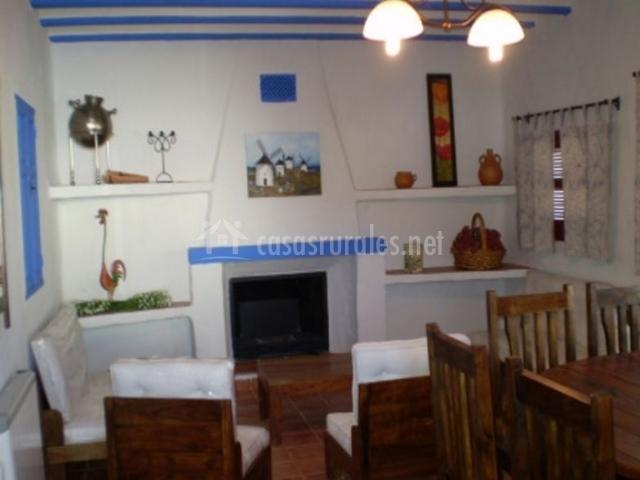 Las casitas de la aldea en cristo de espiritu santo for Sala de estar en el patio