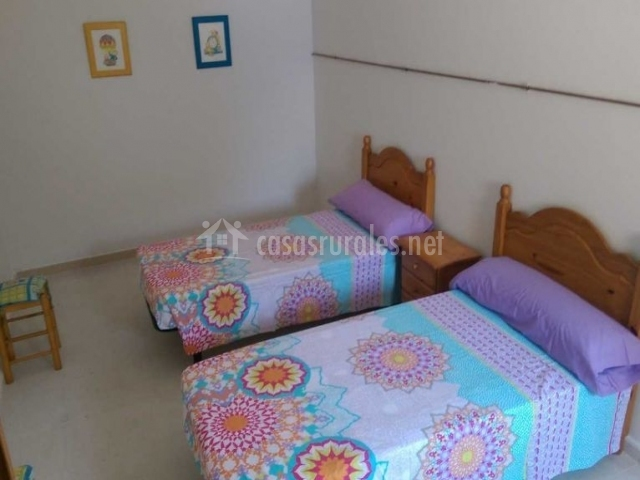 Dormitorio doble con cabeceros de madera