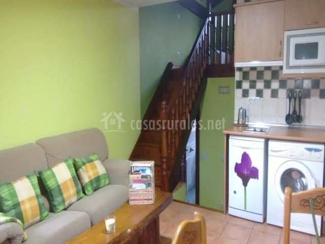 Amaia apartamentos rulolla en roiz cantabria for Sala de estar y cocina