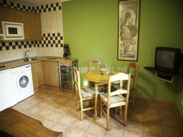 Amaia apartamentos rulolla en roiz cantabria for Mesa supletoria cocina