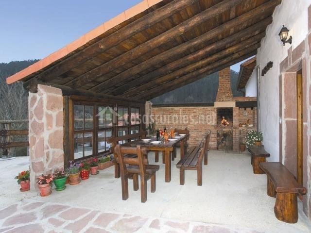 Amaia apartamentos rulolla en roiz cantabria for Mesa porche