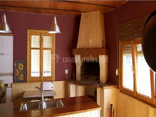 Cocinas con chimenea dise os arquitect nicos for Cocinas con chimenea