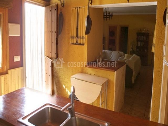 Casa rural el lader n en corral de calatrava ciudad real for Cocinas con salida al patio