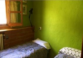 Dormitorio doble con camas separadas