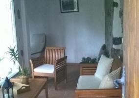 Sala de estar con mirador frente a los muebles