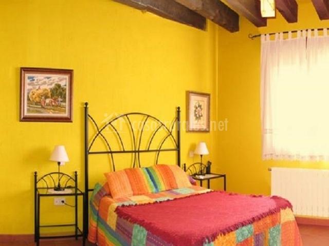 Casa rural la torre en aldeonsancho segovia - Paredes dormitorios matrimonio ...