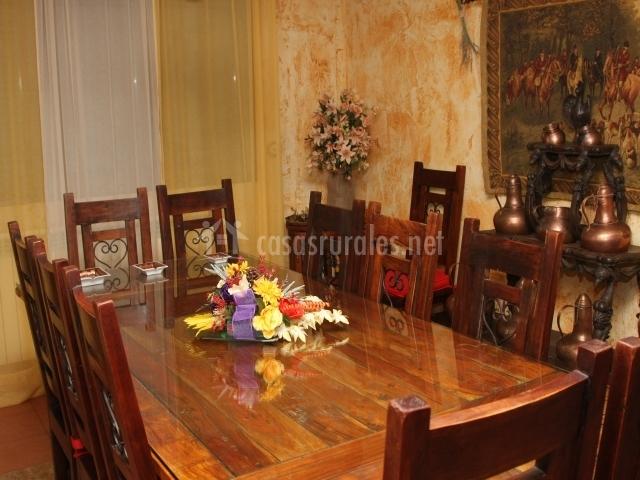 Comedor con centro floral