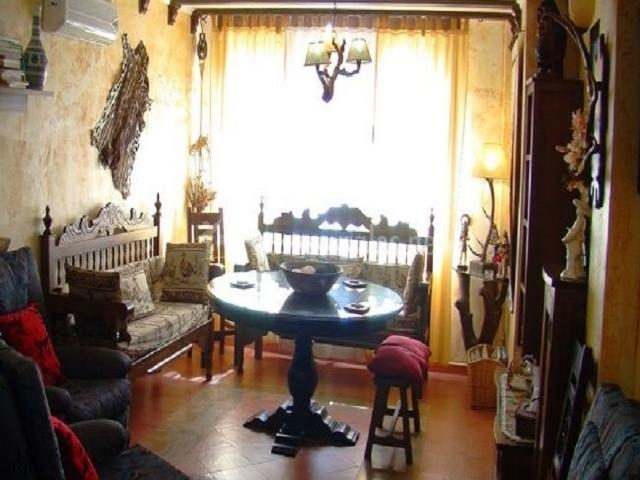 Salón de muebles antiguos