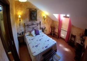 Dormitorio de matrimonio con baño incluido