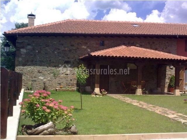 El hayedo en pineda de la sierra burgos for Casa rural casa jardin