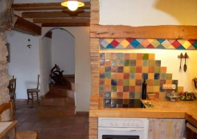 Cocina con azulejos de colores