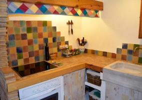 Cocina de colores con vitro y horno