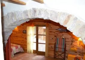 Dormitorio comunicado con las zonas verdes