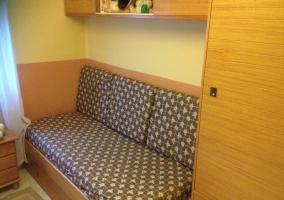 Dormitorio con sillones