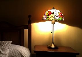 Mesilla con lámpara