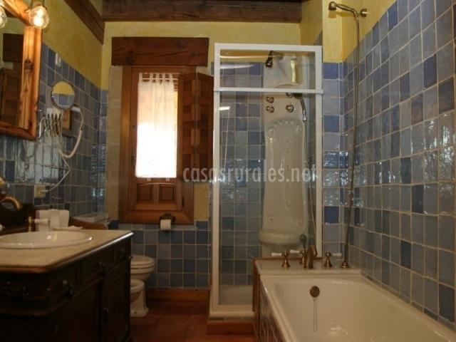 La marian en trescasas segovia - Cuarto de bano con banera y ducha ...